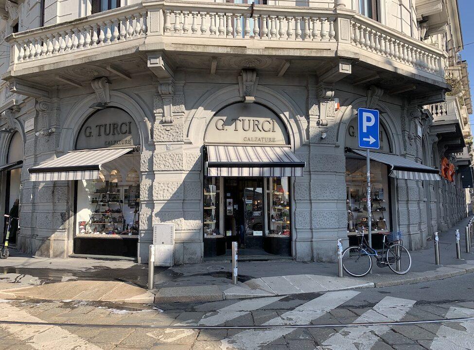 https://www.confcommerciopermilano.it/wp-content/uploads/2021/04/ambito-5-negozio-con-bici-al-palo-1-975x720.jpg